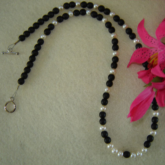 Black Glass Beaded Necklace with Classic White Pearls