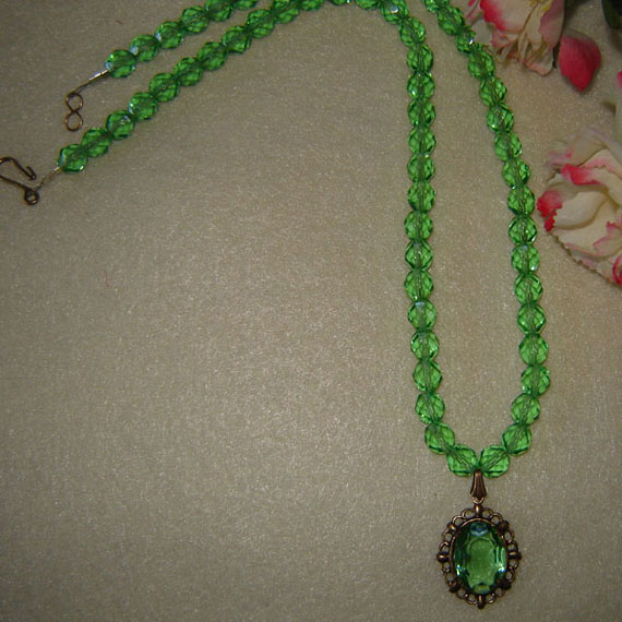 Peridot Glass Beaded Necklace With A Glass Oval Stone